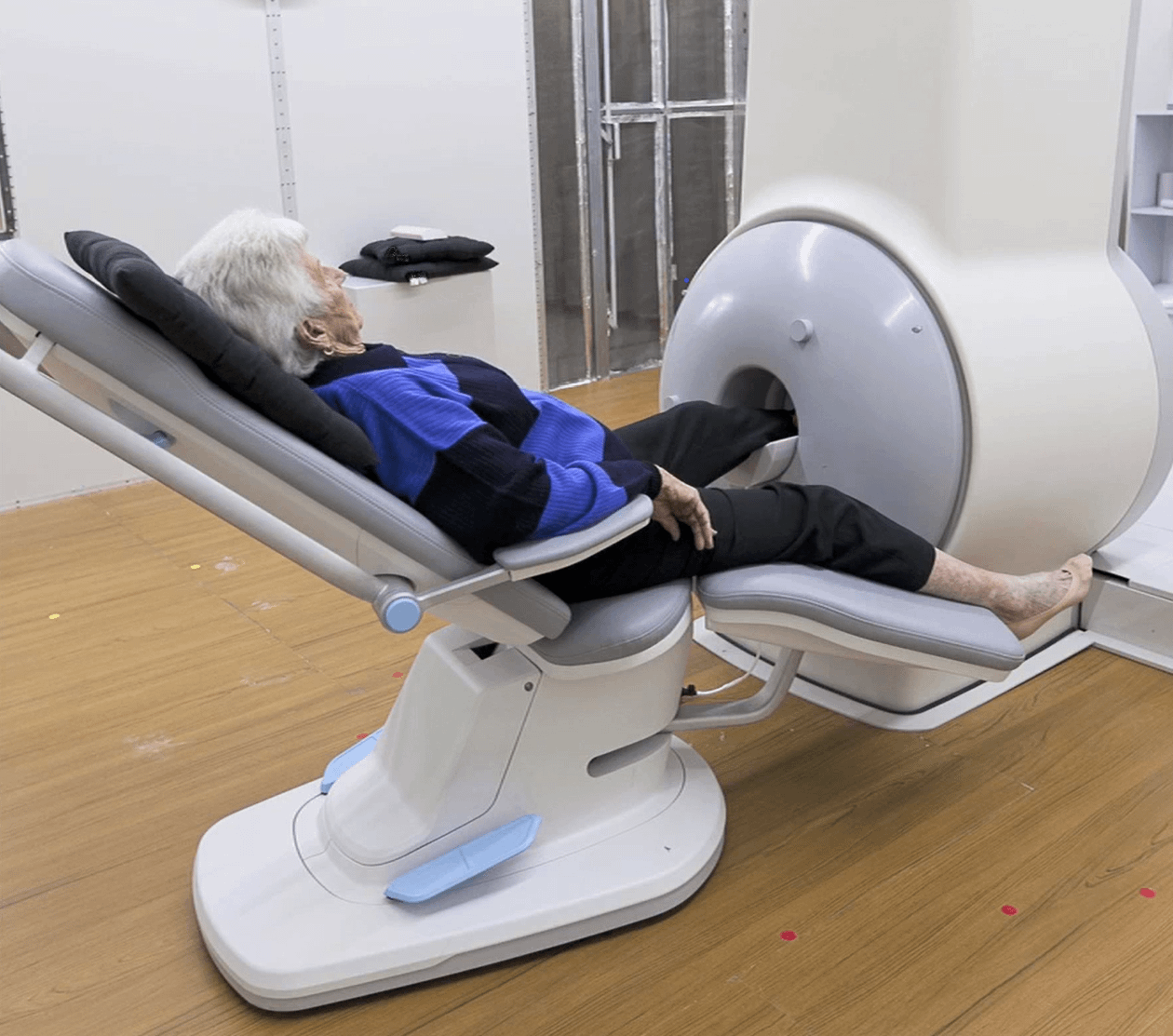 Compact MRI Systems for extremities - foot scan.